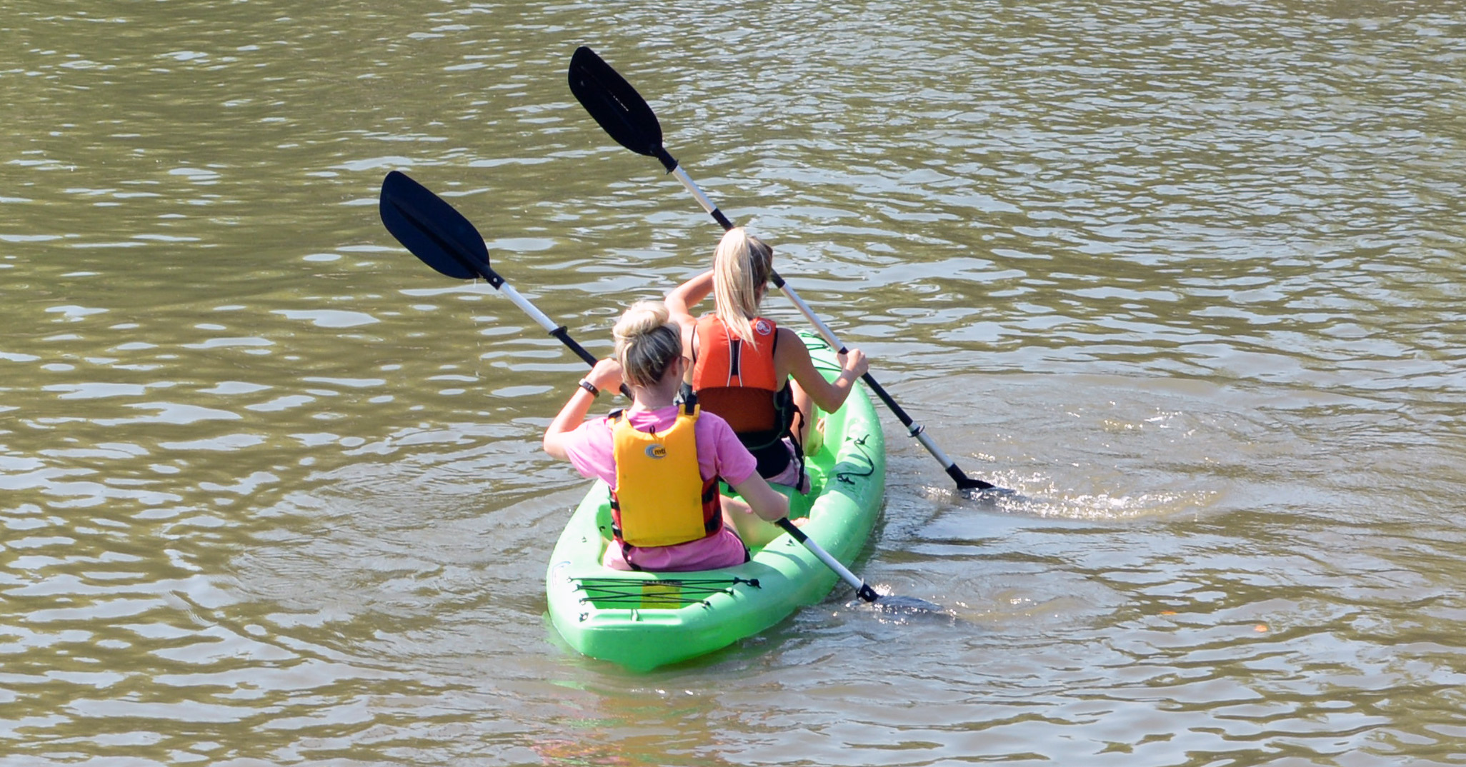 Au pairs kayaking