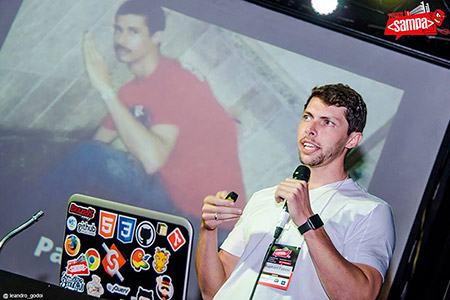Raphael Fabeni durante palestra no Front in Sampa 2014