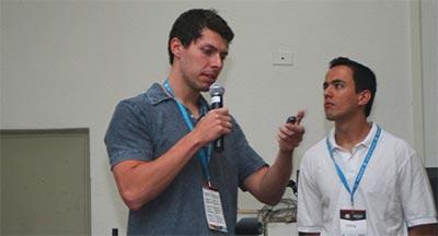 Raphael Fabeni e Airton Vancin durante palestra no WordCamp São Paulo 2014