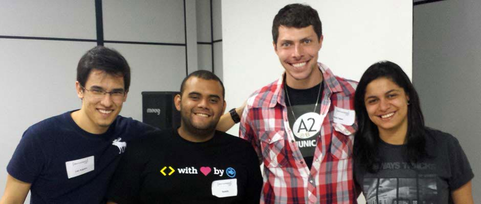 Raphael Fabeni e os organizadores do evento Dev in Company