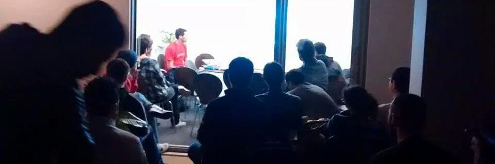 Imagem mostra discussão no primeiro Meetup CSS SP