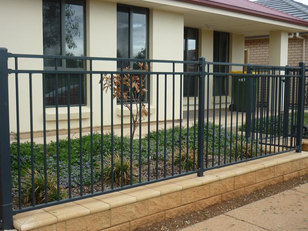 fencing-modern-block-in-grey-p2-1-1024x768